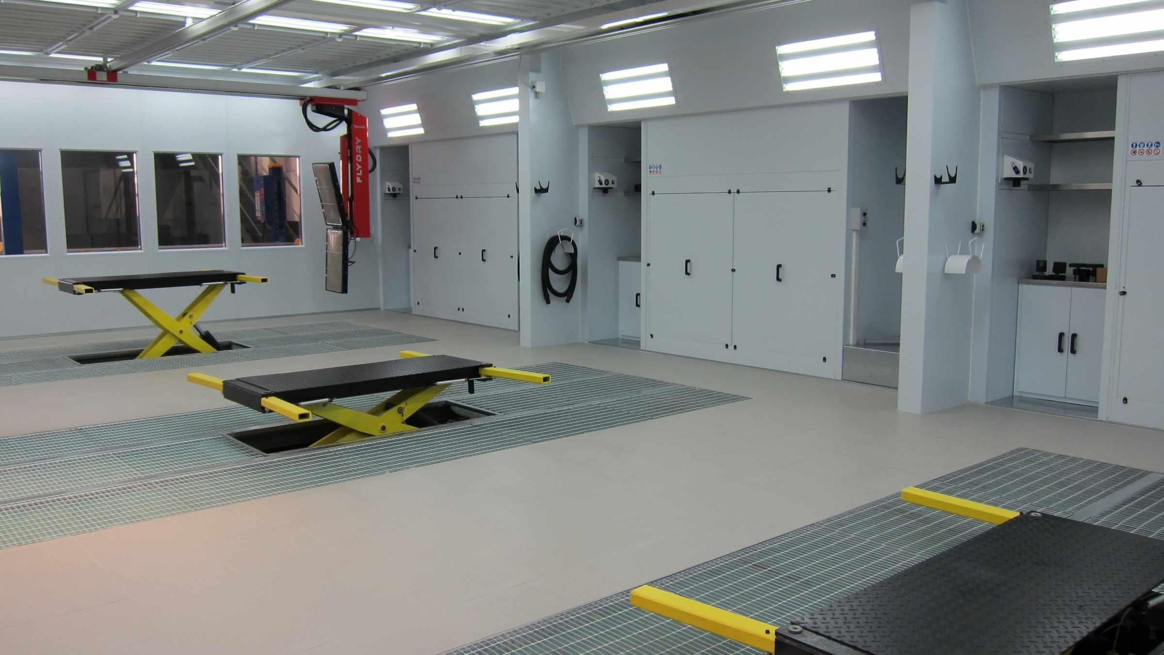 Box amb 3 elevadors GSX Carrosseria - Taller de xapa i pintura