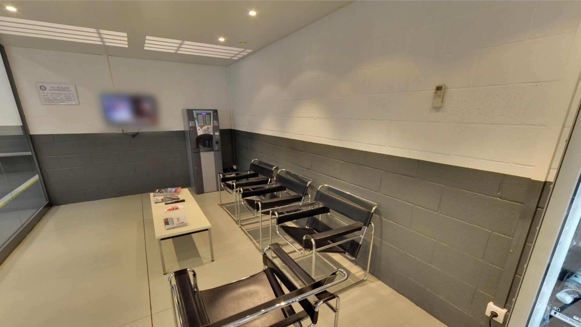 Sala d'espera GSX Carrosseria - Taller de xapa i pintura
